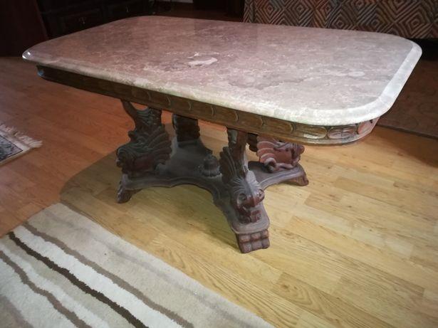 Mesa centro de madeira talhada