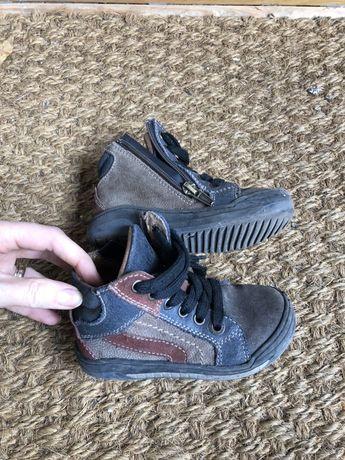 Jesienne buty dziesięce dla chlopca r. 24 Primigi / dł. wkładki 15 cm