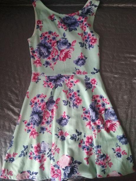Sukienka w kwiaty r. XS/S