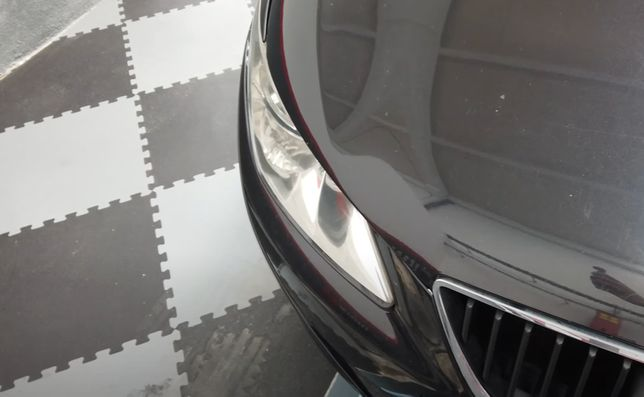 Pavimentos em PVC com encaixes puzzle pretos ou cinzentos