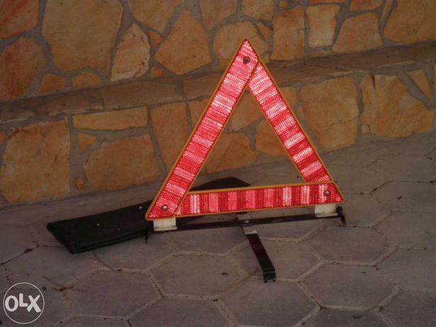 Triângulo de sinalização rodoviária