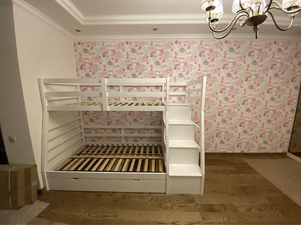 Детская (подростковая) кровать с тремя матрасами, б/у