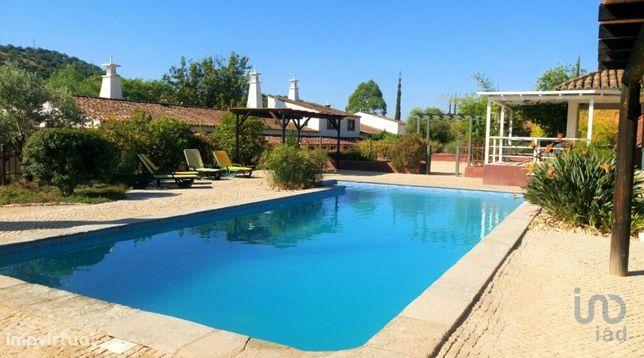 Moradia - 800 m² - T10