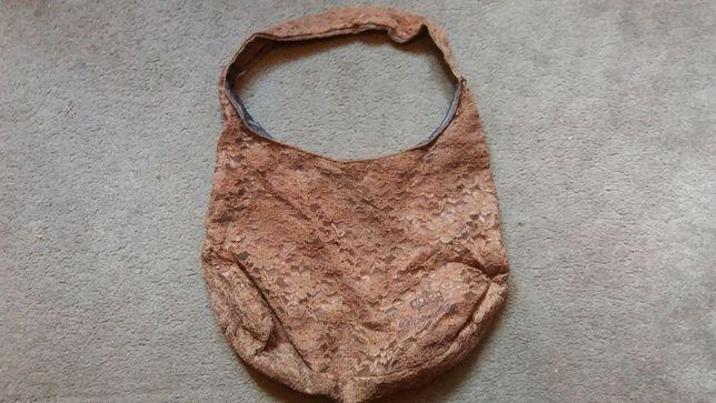 torebka koronkowa brązowa worek na ramię