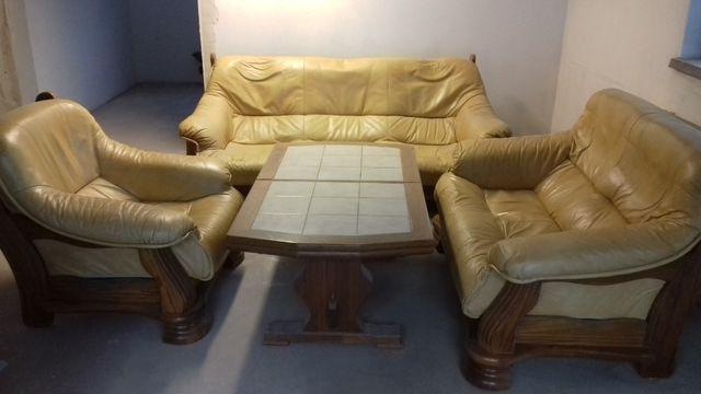 wypoczynek meble skórzane kanapa drewniana stolik zestaw skórzany