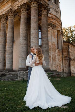 Витончена весільна сукня зі шлейфом