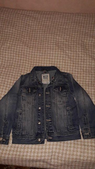 Продам джинсовой пиджак на мальчика 122-128