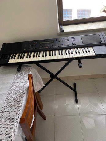 Piano em bom estado 300€, com tripé