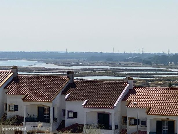RESERVADO Moradia Térrea Recuperada nas Praias do Sado