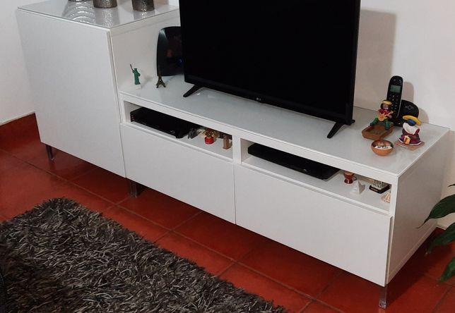 Movel Tv Besta IKEA, mesa e cadeiras, aparador