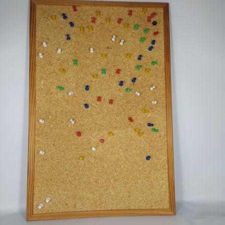 Tablica karkówka 39x59cm plus pinezki