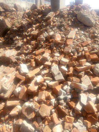 Бій цегляний, глина, земля на підсипку.