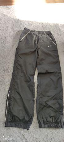 Nike spodnie dresowe chłopięce 140-152