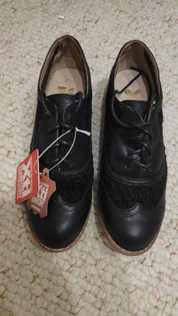 Sapatos novos Xti n37