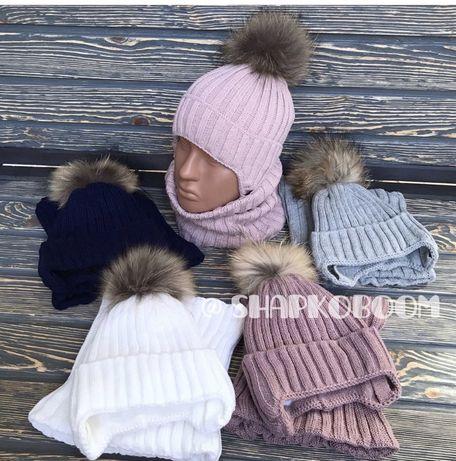 Зимняя вязанная шапка на флисе с натуральным бубоном енота