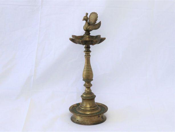 Antiga lâmpada à óleo indiano (Diya)