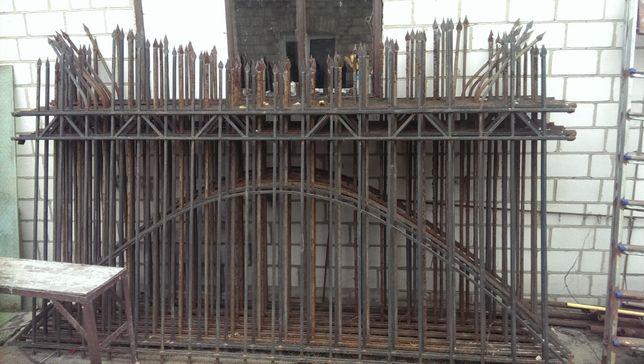 Металевий забор з квадратного прута.