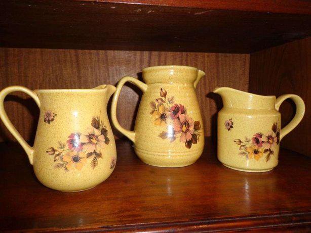 bules de louça antigos pintados a mão