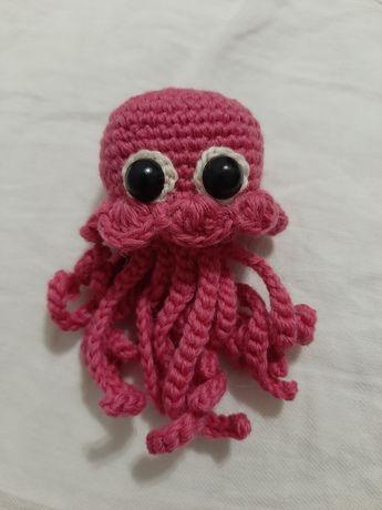 Вязанная игрушка осьминог