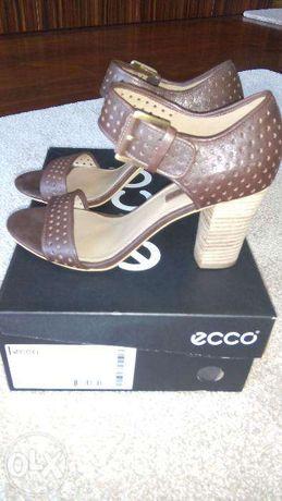Sandálias de Salto (novas) de Senhora da marca Ecco – nº 39