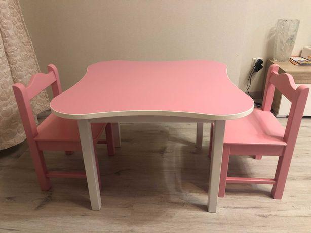 Детский стол + 2 детских стула
