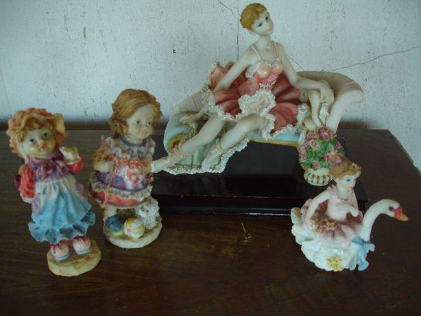 Bonecas, jarros e caixas decorativas