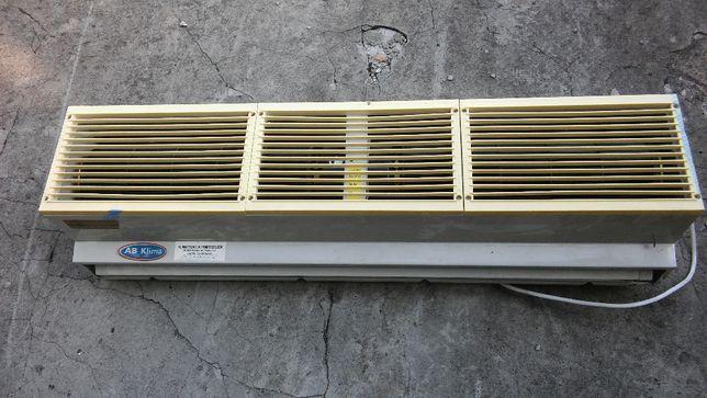 Klimatyzacja - kurtyna powietrzna nad drzwi wejściowe.