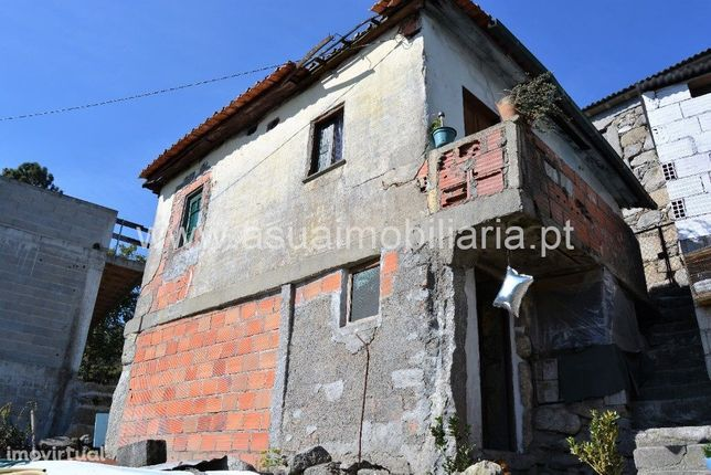 Casa p/ Restauro - Caires