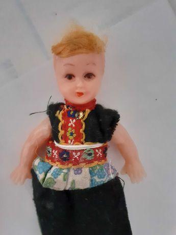 3 bonecas, em miniatura muito antigas com mais de 100 anos .