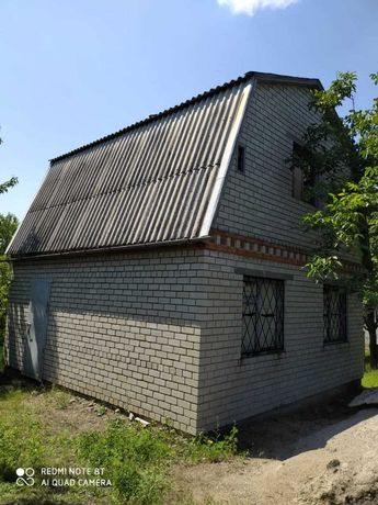 Кирпичная двухэтажная дача