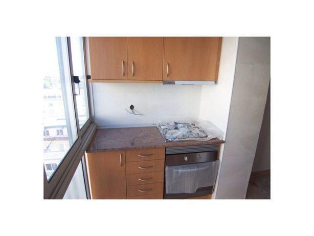 T1 Completamente remodelado cozinha equipada , junto ás P...