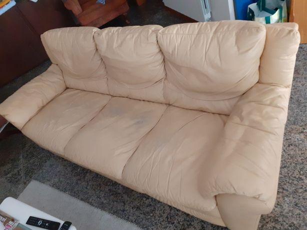 Sofá da Divani de 3 lugares , em pele, cor amarelada