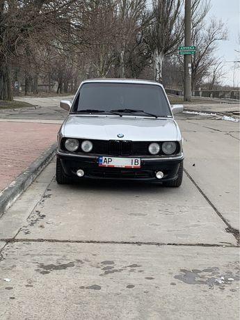 BMW 520 E28 продам