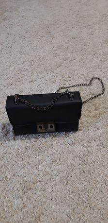 Класична чорна сумочка