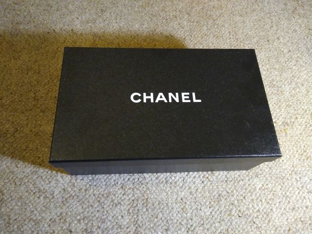 Chanel pudełko pudło na buty trampki botki szpilki koszulka bluza bag
