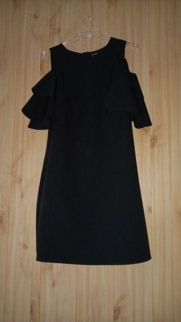 Czarna sukienka z rękawem