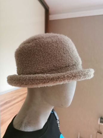 Piękny kapelusz damski w kolorze beżowym. Stan bardzo dobry