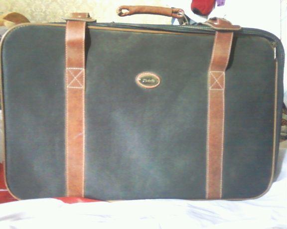 Продам стильный чемодан