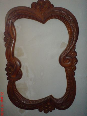 Рамка под зеркало деревянная резня
