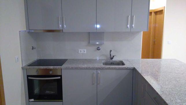 Alugo Casa Nova T2