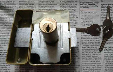 Zamek do drzwi 6,5x10cm , średnica 2,4 cm