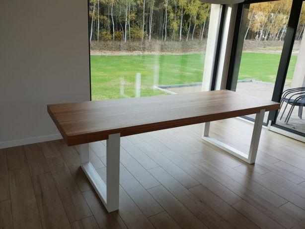 Stół z litego drewna dębowego na nogach z metalu, metalowego profilu