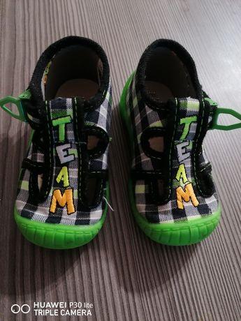 Buty buciki sandałki 20