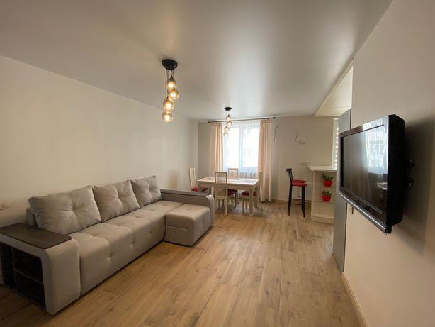Сдам свою новую 2-х комнатную квартиру возле м.Защитников Украины