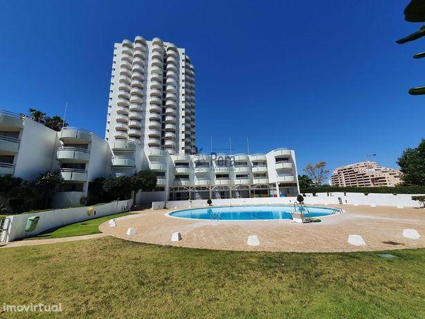 Apartamento com 1 Quarto Totalmente Renovado na Praia da Rocha
