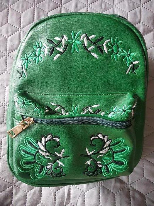 Красивейший зеленый мини рюкзак с вышивкой Киев - изображение 1