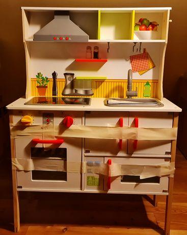Kuchnia drewniana dla dzieci.