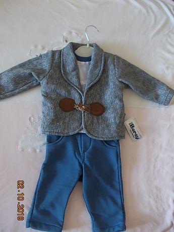 новый стильный модный костюм флисовый для мальчика на 6-12 мес.