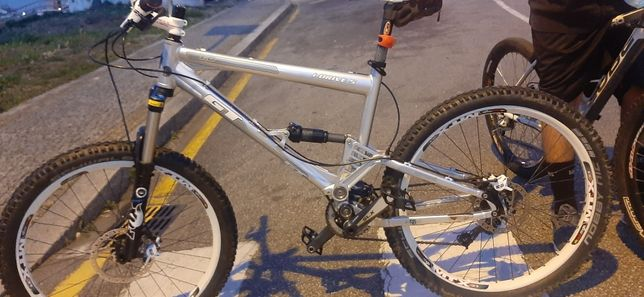 bicicleta gt i drive 5 fox talas/float