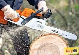 Спил деревьев. Обрезка сада. кронирование деревьев . Выкорчевать пень
